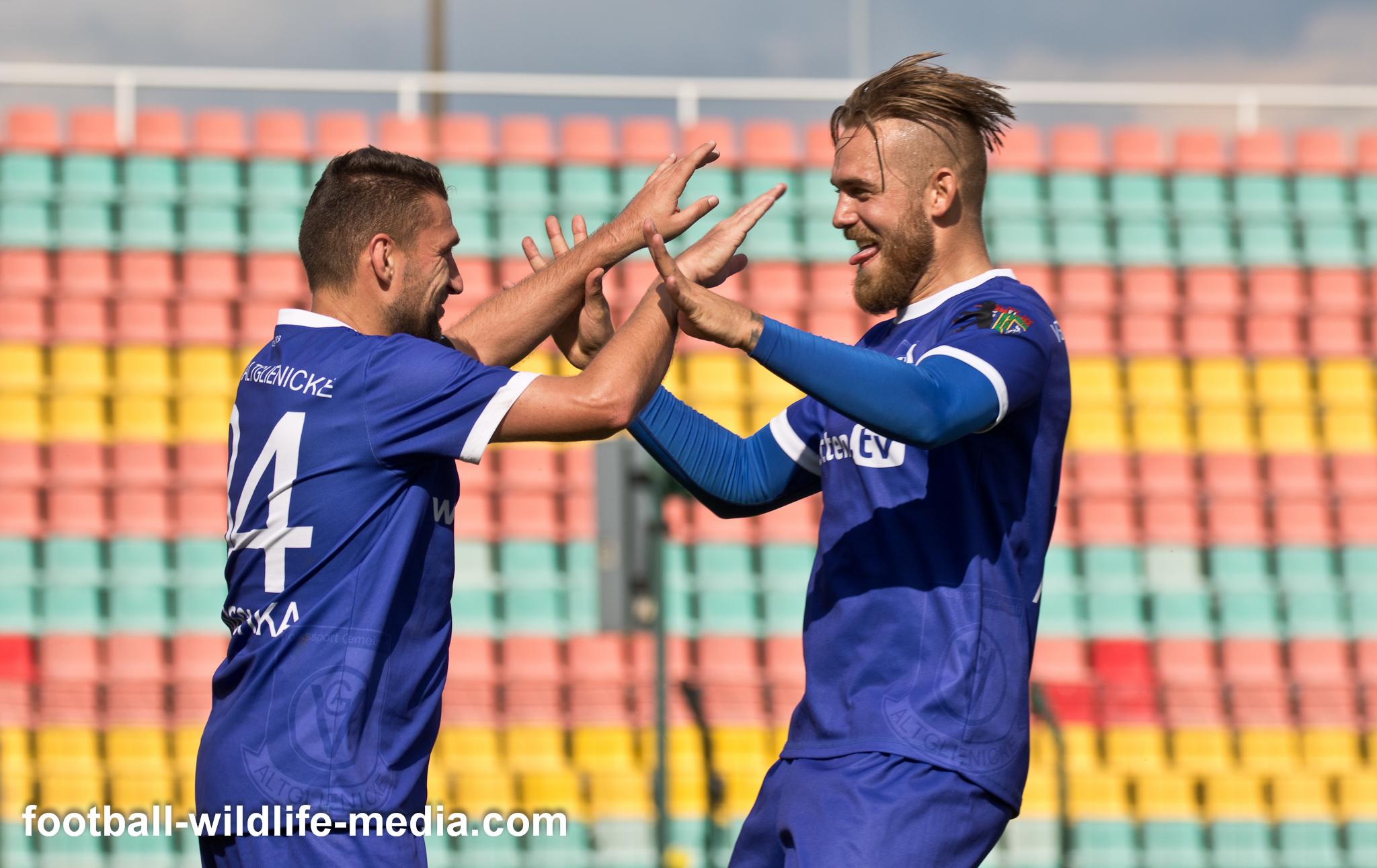 Mattuschka & Kahlert celebrate the 2:1