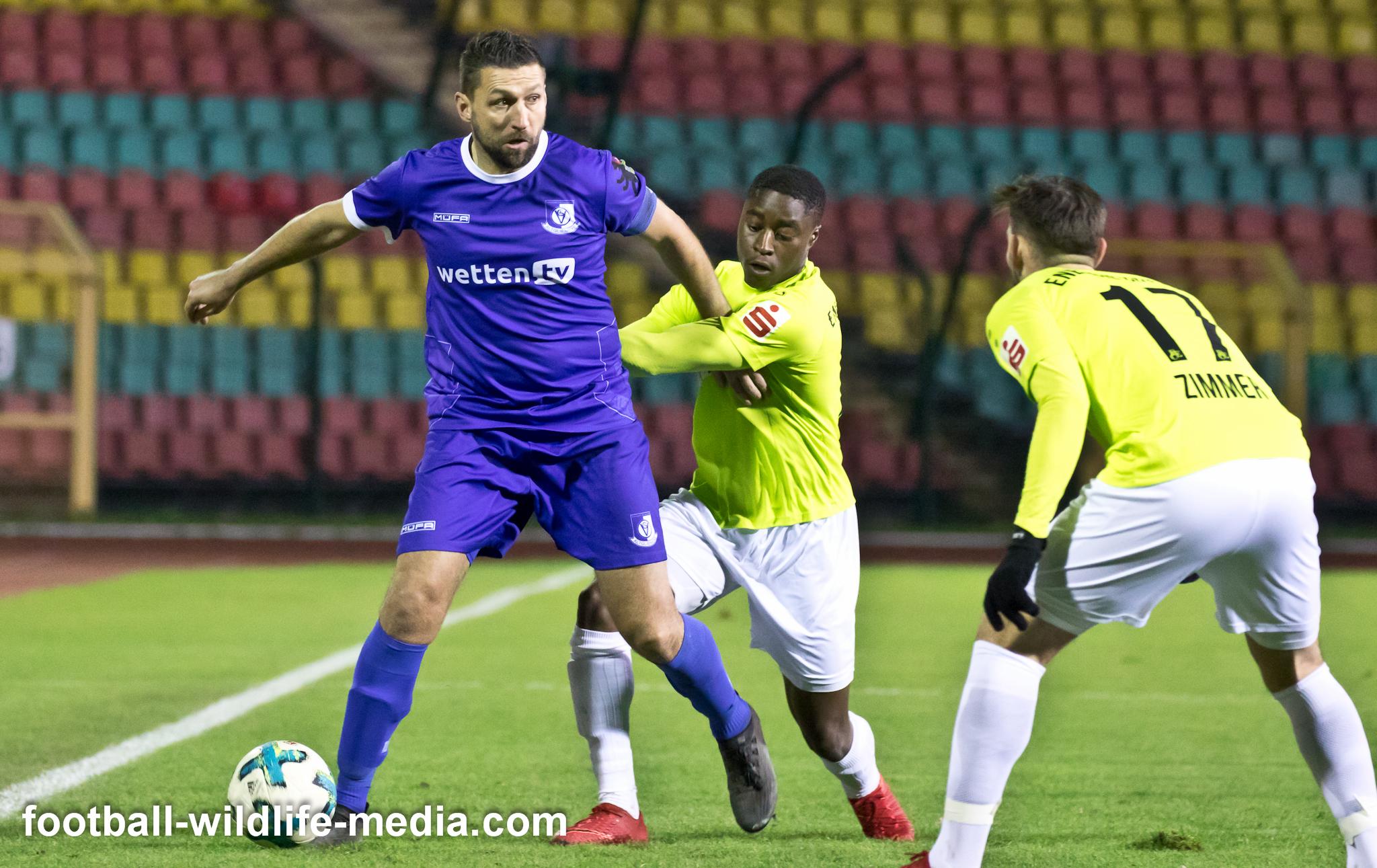 Mattuschka fights for the ball