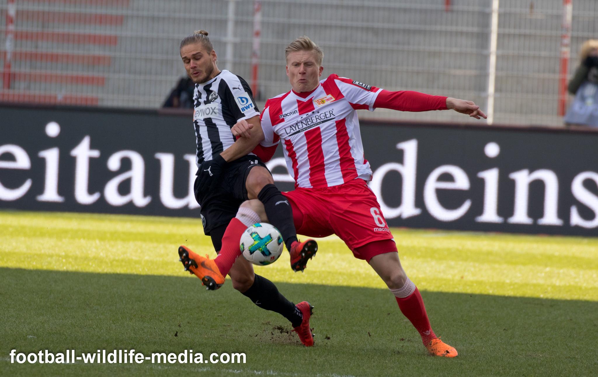 Kristian Pedersen fights for the ball